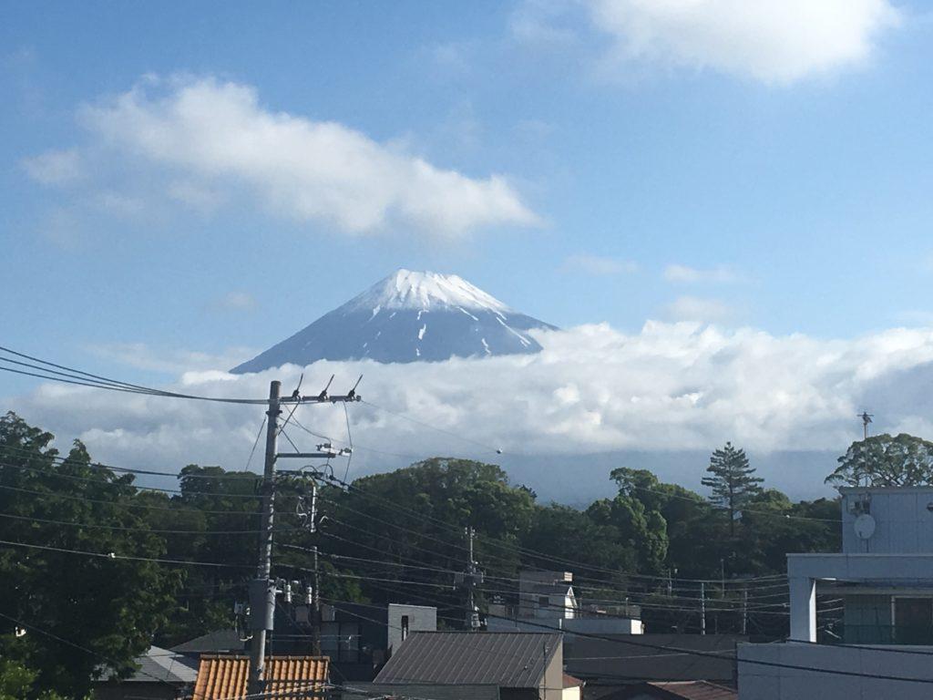 マンションを出たら綺麗な富士山が😃
